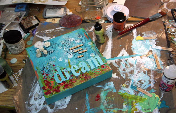 dream-canvas-mess-desk